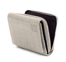 ロエベ二つ折り財布2
