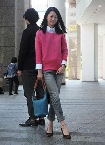 ピンクセーター×ジーンズ