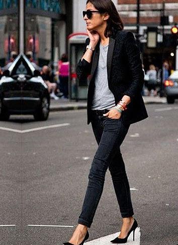 黒ジャケット×ジーンズ
