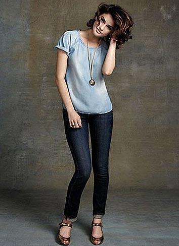 青Tシャツ×ジーンズ