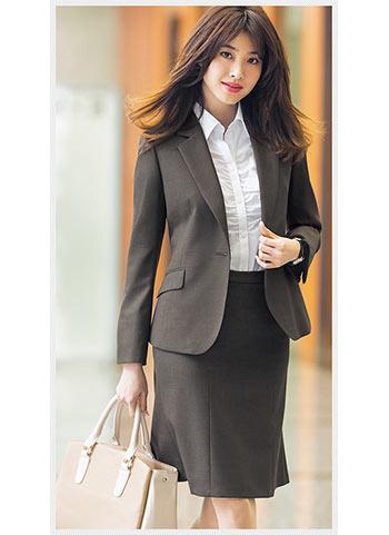 上戸彩さんをイメージキャラクターに採用したり、レディースファッション雑誌のCanCanやBALIAとのコラボスーツも展開。  スーツ量販店ですがレディースにも力をいれてい