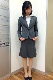 青山レディーススーツ着こなし3