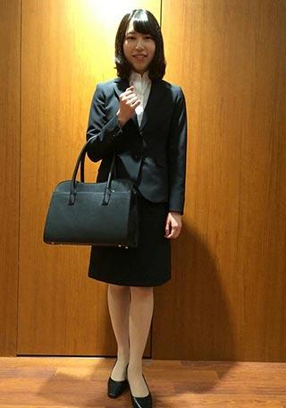 女性リクルートスーツコーデ-スカート2