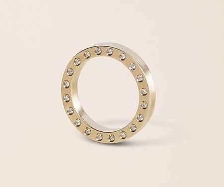 リア・ディ・グレゴリオ婚約指輪1