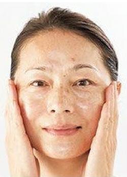 50代 化粧下地の付け方3