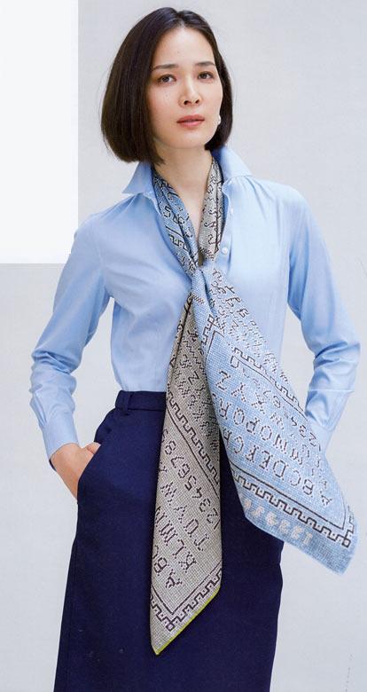 30代スカーフ 巻き方